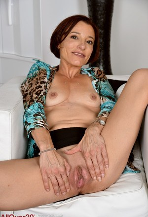 Housewife Shaved Pussy